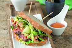 Korejský senvič s hovězím masem a cibulkovým salátem