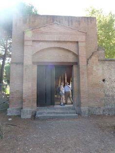 II.7.1 Pompeii. Palaestra. September 2015. Entrance doorway.