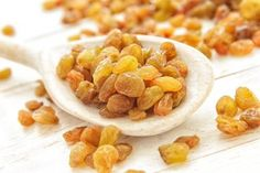 There are plenty of health benefits of Kishmish, and it is best to eat kishmish or raisins in it's natural form for a balanced and healthy diet. Snack Recipes, Healthy Recipes, Snacks, Raisins Benefits, High Potassium Foods, Muscle Building Foods, Protein Rich Foods, Vitamin K2, Natural Energy