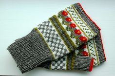 Ravelry: LilleMy's Flower mitts