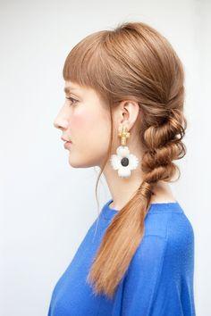 三つ編みより簡単なツイストアレンジヘア