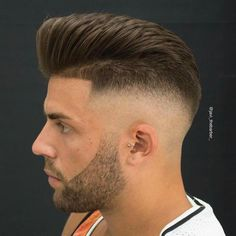 Pompadour with High Skin Fade and Shape Up - Best Men's Hairstyles: Cool Haircuts For Guys Names Of Haircuts, Haircut Names For Men, Cool Mens Haircuts, Stylish Haircuts, Modern Haircuts, Mens Hairstyles Pompadour, Undercut Pompadour, Hairstyles Haircuts, Cool Hairstyles