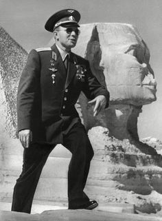 Yuri Gagarin (1934 – 1968), the first human in space, during his after-flight journey around the world. Egypt, 1961. #Russian #cosmonaut #Yuri_Gagarin
