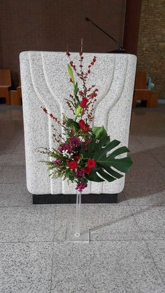 Daum 블로그 - 이미지 원본보기 Altar Flowers, Church Flower Arrangements, Christmas Decorations, Table Decorations, Floral Decorations, Sympathy Flowers, Bongs, Flower Designs, Bouquet