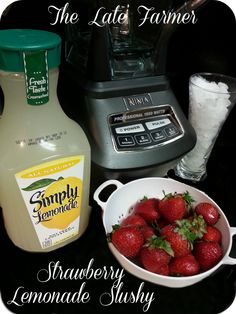 StrawberryLemonade… I buy the minute maid low cal lemonade…very good and would be good in this recipe! Refreshing Drinks, Summer Drinks, Fun Drinks, Healthy Drinks, Beverages, Smoothie Drinks, Smoothies, Fresco, Strawberry Lemonade