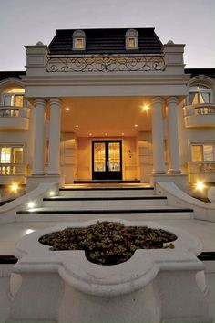 Pin For Trend Presented Classic House Exteriors That You Must Love - House Designs 2019 - 2020 (Latest House Designs Images And Mortgage Ideas) Classic House Exterior, Classic House Design, Modern Exterior House Designs, Dream House Exterior, Dream Home Design, Modern House Design, Exterior Design, Luxury Homes Exterior, House Outside Design