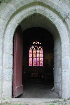 Chapelle de la Madeleine à Penmarc'h : les vitraux de Jean Bazaine http://www.lavieb-aile.com/article-chapelle-de-la-madeleine-a-penmarc-h-les-vitraux-de-jean-bazaine-104010551.html