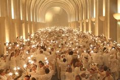 CHIC POP UP PICNICS ON AN INTERNATIONAL SCALE  Dîner en Blanc (Held at Chateau Versailles) — 2012