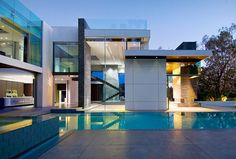 Gorgeous Green Modern Beverly Hills Home With A Bowling Alley That Has An Underground View of The Pool. - if it's hip, it's here First Time Home Buyers, Summit House, Building Architecture, Architecture Moderne, Green Architecture, Contemporary Architecture, Architecture Design, Interior Exterior, Mansion Interior