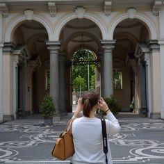 Mi piace fotografare le persone mentre scattano una foto. Questa volta ho fotografato Irene mentre faceva la foto di un luogo nascosto di Milano. Andate a vedere la sua foto @i.collilanzi  #milano #aroundmi #ilovemilano #hiddenmilan #milanosecrets #seemycity #mymilano #milanocity #igersmilano #igerslombardia #wheremilan #bellamilano #Spring4igers #Browsingitaly #Whatitalyis #igersitalia #ig_milan #Milaninsight #PicsofMI #Vivomilano #visitmilano #loves_milano #guardamilano #agameoftones…