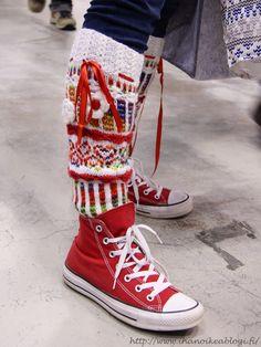 Ihan oikea blogi?: Suomen Kädentaidot -messut 2016 Socks, Vans Sk8, Wool Felt, Mittens, Ravelry, Crocheting, High Top Sneakers, Slippers, Knitting