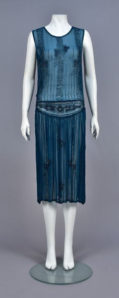 TEAL BLUE BEADED DRESS, Sleeveless silk chiffon decorated with vertical bands and flowers in blue iridyl beads, dropped waist with triangular floral design and gathered skirt. Vintage Outfits, 1920s Outfits, Vintage Gowns, Vintage Mode, Vintage Clothing, 1920s Clothing, 1920s Fashion Dresses, 1920 Style, Art Deco Fashion
