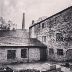 Spent the afternoon learning lots about the #textile industry @ Helmshore Mill Textile Museum #lancashire pic.twitter.com/XZgeDgPrR1