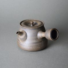 Tokoname Kyusu Pear Shape with Side Handle (Yamada Yutaro) - Entoten Pottery Pots, Dishwasher Soap, Tea Strainer, Pear Shaped, Stoneware, Tea Pots, Cleaning, Japan, Warm