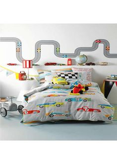 Fast Lane, Hiccups Toddler Bedding http://www.childrens-rooms.co.uk/fast-lane-hiccups-toddler-bedding.html #boystoddlerbedding #fastlane #cars