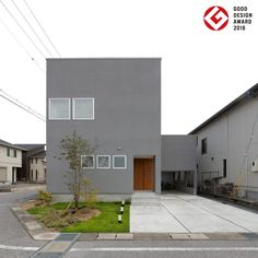 House [A house with a balcony on the floor] My Home Design, House Design, Modern Townhouse, Simple House Plans, Space Architecture, Industrial House, Architect Design, House Front, Minimalist Home