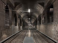 http://www.timostammberger.com/files/gimgs/8_timo-stammberger-photography-subway-tunnel-berlin-01.jpg