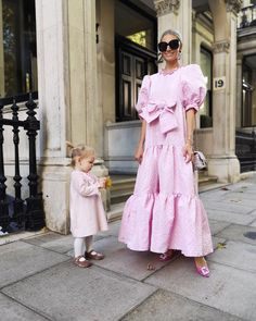 """7,649 aprecieri, 76 comentarii - Laura Wills (@thefashionbugblog) pe Instagram: """"Happy Saturday! Another shot in this dress because it's just so dreamy 💕💕💕 (you can also wear it…"""" Kid Shoes, Girls Shoes, Nice Dresses, Amazing Dresses, English Style, Pink Velvet, Happy Saturday, Toddler Fashion, Winter Outfits"""