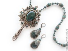 Set by Natalia Vysokinsky. I'd prefer it with the filigree drop removed. The colours are very pleasing!