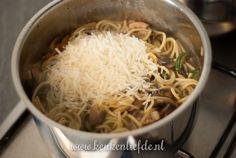 eenpanspasta met spek en champignons