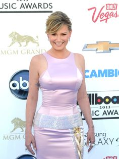 Singer/song writer Jennifer Nettles, of Sugarland, shows off her figure in pink after delivering son Magnus in December as she walks the red carpet for the Billboard Music Awards at the MGM Grand Garden Arena on the Las Vegas Strip. Sunday, May 19, 2013. (Las Vegas News Bureau)