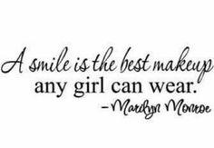 """""""O sorriso é a melhor maquiagem que uma garota pode usar."""""""