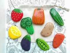 Painted Stepping Stones, Painted Garden Rocks, Painted Rocks, Hand Painted, Food Painting, Stone Painting, Hobbies And Crafts, Arts And Crafts, Vegetable Painting