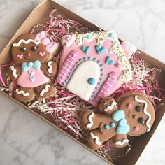 Fully booked for 2018 Easy Christmas Cookies Decorating, Cute Christmas Cookies, Christmas Snacks, Iced Cookies, Holiday Cookies, Christmas Baking, Cookie Decorating, Cookie Cake Designs, Cookie Ideas