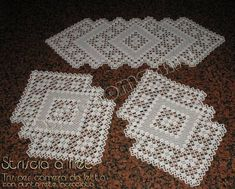 This Pin was discovered by Lal Crochet Table Runner Pattern, Free Crochet Doily Patterns, Filet Crochet Charts, Crochet Motifs, Hand Crochet, Knitting Patterns, Elizabeth Craft Designs, Crochet Cowel, Magazine Crochet