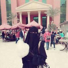 Islam Muslim, Muslim Women, Beautiful Outfits, Beautiful Women, Sister Photography, Stylish Hijab, Face Veil, Hijab Niqab, Modest Outfits