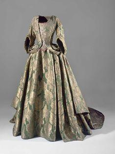 Kjole med slæb, grøn silke