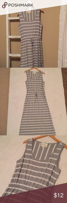 Two by Vince Camino Grey & White Maxi Dress I'm reposhing this beautiful comfortable maxi dress because it's a little big on me. Great condition. Has a drawstring waist. And a slit on one side of the skirt. Armpit to armpit is 18 inches. Shoulder to hem is 54 1/2 inches. Two by Vince Camuto Dresses Maxi