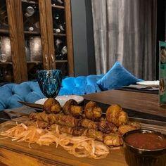 RESTO-LOUNGE   АЛМАТЫ в Instagram: «СРЕДА - КОКТЕЙЛЬНЫЙ ДЕНЬ⠀ ⠀ Все коктейли по 1190⠀ Наслаждаемся широким ассортиментом вкусов!⠀ ⠀ ~ ~ ~ ~ ~ ~ ~ ~⠀ ⠀ Режим…» Restaurant, Chicken, Meat, Food, Diner Restaurant, Essen, Meals, Restaurants, Yemek