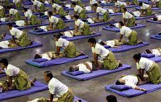 Thais set world mass-massage record (Photo: Apichart Weerawong / AP)