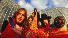 """O Pink Floyd rompeu um hiato de duas décadas na última sexta-feira, dia 07, ao lançar seu decido quinto álbum, intitulado """"The Endless River"""". Lançado em lojas físicas e plataformas virtuais, o novo trabalho dos mestres do rock progressivo pode ser ouvido na íntegra no player abaixo."""