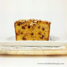 Carrot and Raisin Loaf. Perfect for breakfast and snacks. Free from gluten, grains, dairy and refined sugar. Pastry Recipes, Baking Recipes, Whole Food Recipes, Cake Recipes, Snack Recipes, Gluten Free Deserts, Low Carb Deserts, Gluten Free Cakes, Paleo Sweets