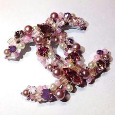 Chanel brooch. Chanel Brooch, Chanel Necklace, Chanel Jewelry, Old Jewelry, Diy Necklace, Pearl Jewelry, Beaded Jewelry, Vintage Jewelry, Fashion Jewelry