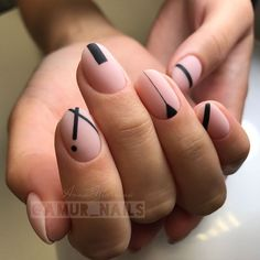 Have you heard of the idea of minimalist nail art designs? These nail designs are simple and beautiful. You need to make an art on your finger, whether it's simple or fancy nail art, it looks good. Of course, you may have seen many simple and beaut Minimalist Nails, Minimalist Style, Minimalist Design, Trendy Nail Art, Stylish Nails, French Nails, French Pedicure, Cute Nails, Pretty Nails