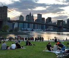 Amazing Honeymoon Picnic Spots: Brooklyn Bridge Park, New York City, USA #honeymoons #travel #romantic