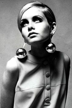 model Twiggy - Hair is one thing that never goes out of style. From the pixie cut to beachy waves, check out our favorite hairstyles through the years. Cut My Hair, Hair Cuts, Pixie Hairstyles, Cool Hairstyles, Celebrity Hairstyles, Short Haircuts, Best Pixie Cuts, Blonde Pixie, Portraits