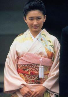 秋篠宮紀子妃殿下 Contemporary History, Arab Men, Japanese Beauty, Japanese Kimono, Geisha, Traditional Outfits, Wedding Gowns, Royalty, Princess