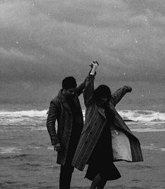 Beautiful pictures from all around. Cute Relationships, Relationship Goals, Bailar Swing, Photographie Portrait Inspiration, The Love Club, Black And White Aesthetic, Couple Aesthetic, Jolie Photo, Cute Couples Goals