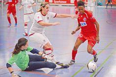 Nach der Absage in diesem Jahr gibt es im Januar 2015 in der Sporthalle Jöllenbeck wieder internationalen Frauenfußball der Spitzenklasse...