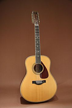 YAMAHA FG-2500 (1972) : 12 strings, Brazilian Rosewood and Maple ( 3 piece ) back & sides