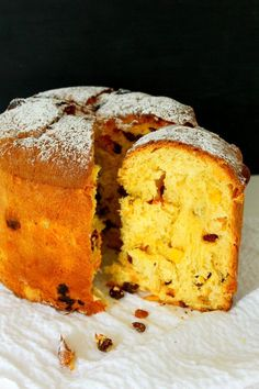PANETTONE CAKE RECIPE - This traditional Italian Panettone Recipe was originally a Christmas sweet bread but make it once and youll want it on your table at every holiday! Panettone Cake, Italian Panettone, Easy Panettone Recipe, Easy Desserts, Delicious Desserts, Yummy Food, Cookie Recipes, Snack Recipes, Dessert Recipes