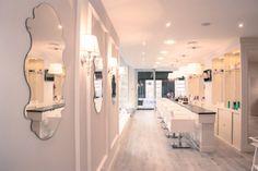 Contamos con dos salas, con dos experiencias diferentes de belleza y tratamiento de cabello.