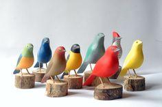 Pájaros - 90€ unidad - Pájaro esculpido y pintado en madera. Tamaño natural.