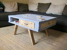 Table basse en palette et caisse de vin pieds compas