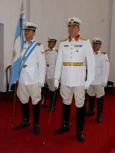 Uniforme de gala verano de cadetes y oficiales de la Escuela de Oficiales de la Gendarmeria Nacional Argentina / Argentine National Gendarmerie Officers' School cadets and officers' summer dress uniform