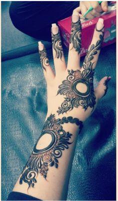 Best Black Mehndi Designs – Our Top 40 Black Henna Picks – Mehndi Designs Tips Black Mehndi Designs, Arabic Henna Designs, Mehndi Designs 2018, Stylish Mehndi Designs, Mehndi Design Pictures, Beautiful Mehndi Design, Bridal Mehndi Designs, Henna Tattoo Designs, Mehndi Images